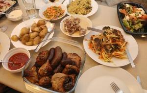 Travelnews.lv apceļo Latviju un cenšas noēst restorāna «Hercogs Mārupe» 90 eiro vērto «Brīvdienu kasti» 51