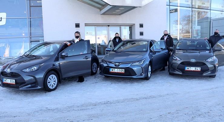 Auto noma «Sixt Latvija» saņem 15 jaunas «Amserv Motors» automašīnas 297745