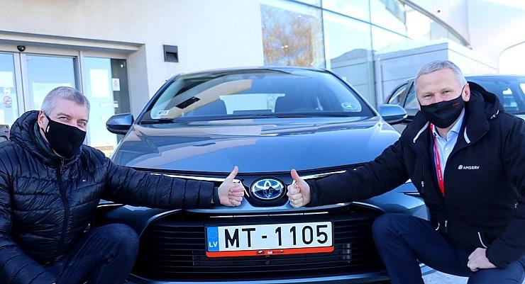 Auto noma «Sixt Latvija» saņem 15 jaunas «Amserv Motors» automašīnas 297746