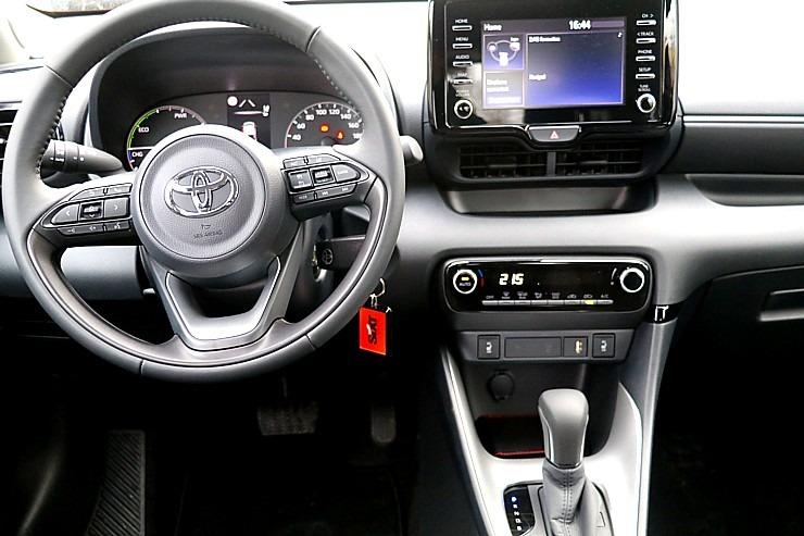 Travelnews.lv sadarbībā ar auto nomu «Sixt Latvija» apceļo Pierīgu ar jauno «Toyota Yaris Hybrid» 298006