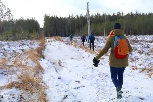 Travelnews.lv dodas 37 km pārgājienā Dundagas apkārtnē 3.daļa 2