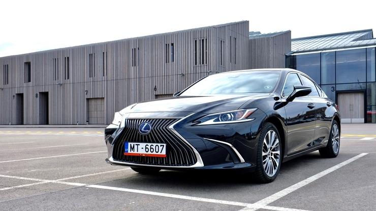 Auto noma «Sixt Latvija» saņem jaunu automašīnu «Lexus ES 300h Limited Edition FWD» 298558