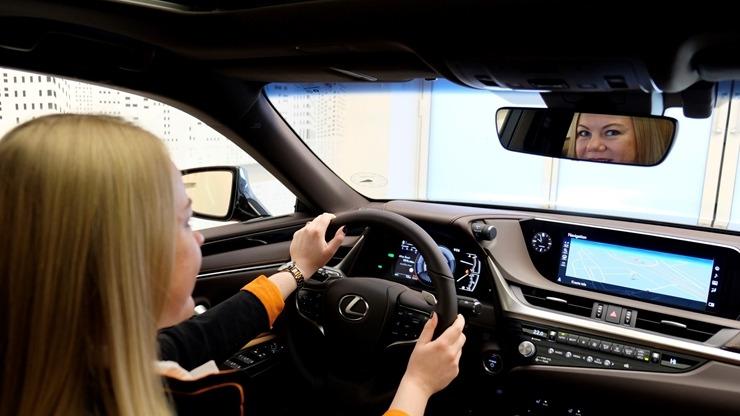 Auto noma «Sixt Latvija» saņem jaunu automašīnu «Lexus ES 300h Limited Edition FWD» 298566