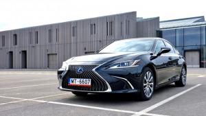 Auto noma «Sixt Latvija» saņem jaunu automašīnu «Lexus ES 300h Limited Edition FWD» 2