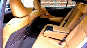 Auto noma «Sixt Latvija» saņem jaunu automašīnu «Lexus ES 300h Limited Edition FWD» 10