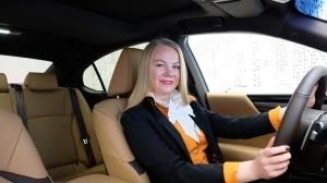 Auto noma «Sixt Latvija» saņem jaunu automašīnu «Lexus ES 300h Limited Edition FWD» 11