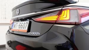 Auto noma «Sixt Latvija» saņem jaunu automašīnu «Lexus ES 300h Limited Edition FWD» 13