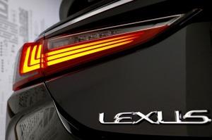 Auto noma «Sixt Latvija» saņem jaunu automašīnu «Lexus ES 300h Limited Edition FWD» 15