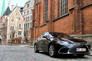 Auto noma «Sixt Latvija» saņem jaunu automašīnu «Lexus ES 300h Limited Edition FWD» 1