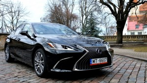 Auto noma «Sixt Latvija» saņem jaunu automašīnu «Lexus ES 300h Limited Edition FWD» 3