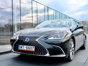 Auto noma «Sixt Latvija» saņem jaunu automašīnu «Lexus ES 300h Limited Edition FWD» 4
