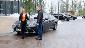 Auto noma «Sixt Latvija» saņem jaunu automašīnu «Lexus ES 300h Limited Edition FWD» 5