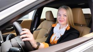 Auto noma «Sixt Latvija» saņem jaunu automašīnu «Lexus ES 300h Limited Edition FWD» 6