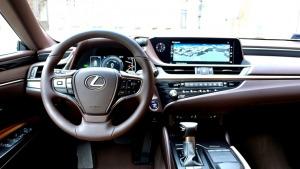 Auto noma «Sixt Latvija» saņem jaunu automašīnu «Lexus ES 300h Limited Edition FWD» 7