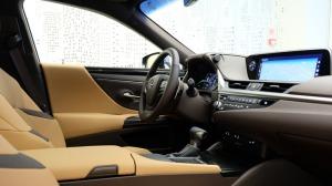 Auto noma «Sixt Latvija» saņem jaunu automašīnu «Lexus ES 300h Limited Edition FWD» 8