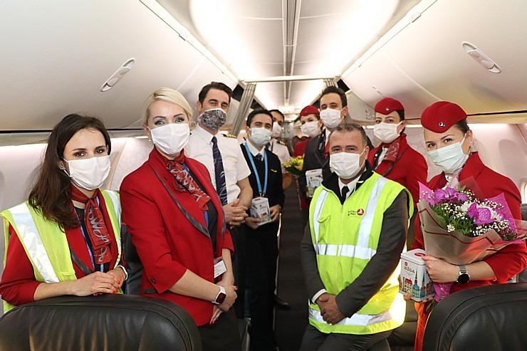 Pēc 375 dienu prombūtnes lidsabiedrības «Turkish Airlines» lidmašīna ir atkal Rīgas lidostā 299153