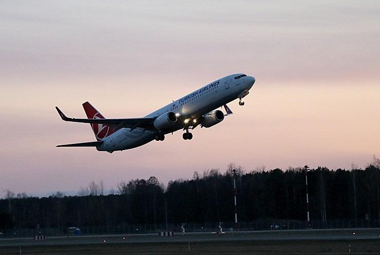 Pēc 375 dienu prombūtnes lidsabiedrības «Turkish Airlines» lidmašīna ir atkal Rīgas lidostā 299163