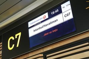 Pēc 375 dienu prombūtnes lidsabiedrības «Turkish Airlines» lidmašīna ir atkal Rīgas lidostā 25