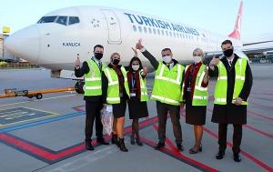 Pēc 375 dienu prombūtnes lidsabiedrības «Turkish Airlines» lidmašīna ir atkal Rīgas lidostā 30