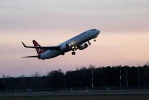 Pēc 375 dienu prombūtnes lidsabiedrības «Turkish Airlines» lidmašīna ir atkal Rīgas lidostā 32