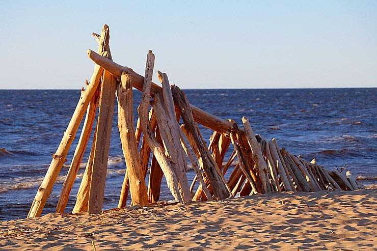 Mākslinieku dvēselēm šobrīd ir jādodas uz Carnikavas pludmali 299267