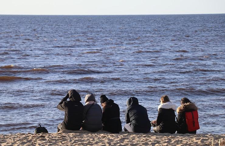 Mākslinieku dvēselēm šobrīd ir jādodas uz Carnikavas pludmali 299270