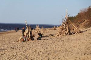 Mākslinieku dvēselēm šobrīd ir jādodas uz Carnikavas pludmali 4