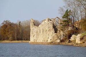 Travelnews.lv ar «Škoda Latvija» atbalstu apmeklē Kokneses pilsdrupas 1