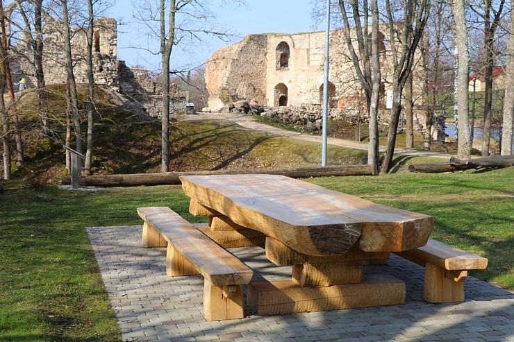 Kokneses parks starp Pērses un Daugavas krastiem ir burvīga atpūtas un pastaigu vieta 300056