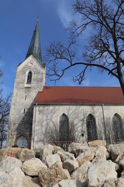 Kokneses parks starp Pērses un Daugavas krastiem ir burvīga atpūtas un pastaigu vieta 300079