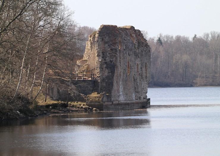 Kokneses parks starp Pērses un Daugavas krastiem ir burvīga atpūtas un pastaigu vieta 300059