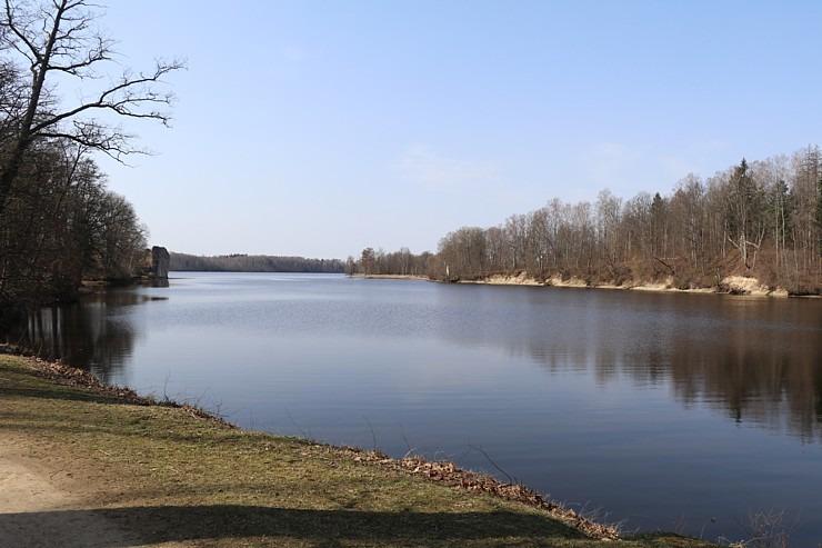 Kokneses parks starp Pērses un Daugavas krastiem ir burvīga atpūtas un pastaigu vieta 300060