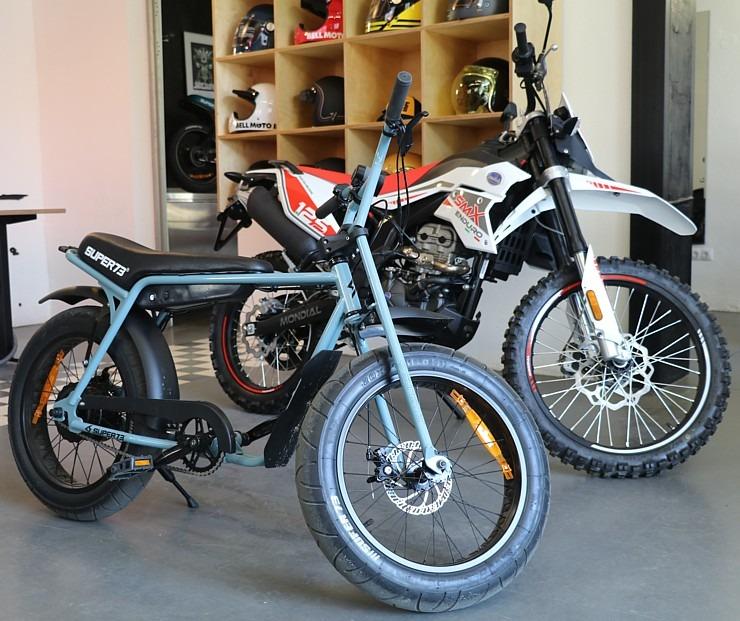 Travelnews.lv apmeklē pilsētas motociklu tirgotavu «Dude Bikes» Rīgā 300088