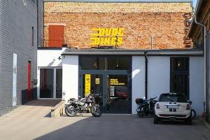 Travelnews.lv apmeklē pilsētas motociklu tirgotavu «Dude Bikes» Rīgā 13