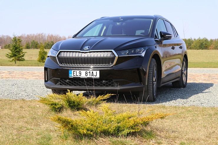 Travelnews.lv ar elektrisko «Škoda Enyaq iV 80» apmeklē Likteņdārzu Kokneses novadā 300175