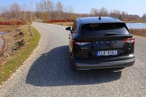 Travelnews.lv ar elektrisko «Škoda Enyaq iV 80» apmeklē Likteņdārzu Kokneses novadā 44