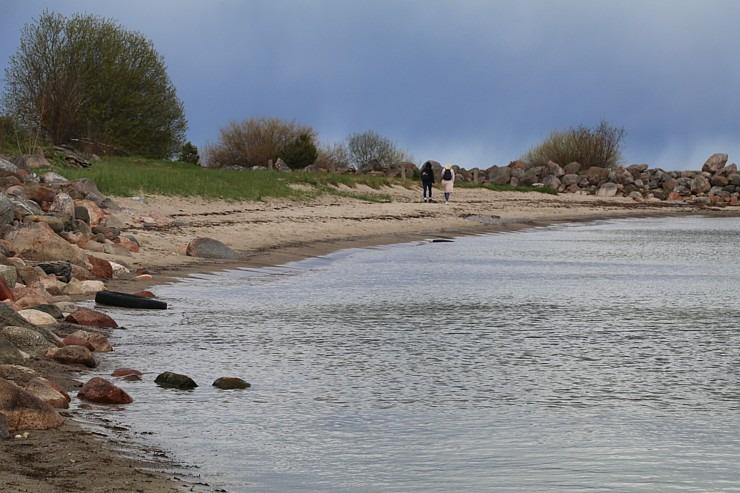 Travelnews.lv dodas 20 km pārgājienā gar Rīgas līča krastu Engures pusē 300890