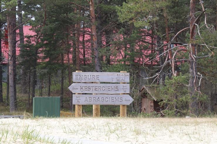 Travelnews.lv dodas 20 km pārgājienā gar Rīgas līča krastu Engures pusē 300893