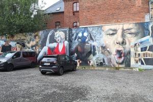 Saksijas pilsēta Cvikava slavējas ar garšīgu virtuvi un DDR laika būvētiem spēkratiem «Trabant» 15