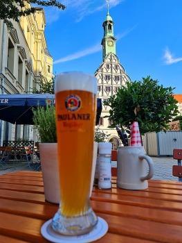 Saksijas pilsēta Cvikava slavējas ar garšīgu virtuvi un DDR laika būvētiem spēkratiem «Trabant» 8