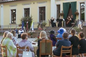 """Dienvidkurzemes festivāla """"Rimbenieks"""" vasarīgos koncertus bauda Vecpilī un Aizputē 15"""