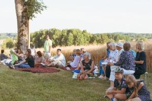"""Dienvidkurzemes festivāla """"Rimbenieks"""" vasarīgos koncertus bauda Vecpilī un Aizputē 5"""