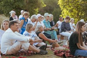 """Dienvidkurzemes festivāla """"Rimbenieks"""" vasarīgos koncertus bauda Vecpilī un Aizputē 8"""