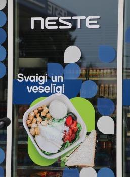 «Neste» sadarbībā ar «Paulig Latvija» atver Latvijā pirmo pašapkalpošanās veikalu «Neste Easy Deli» 27