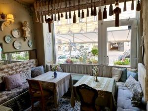 Travelnews.lv izbauda Rīgas restorāna «Café Mio» viesmīlību un romantisko interjeru 13