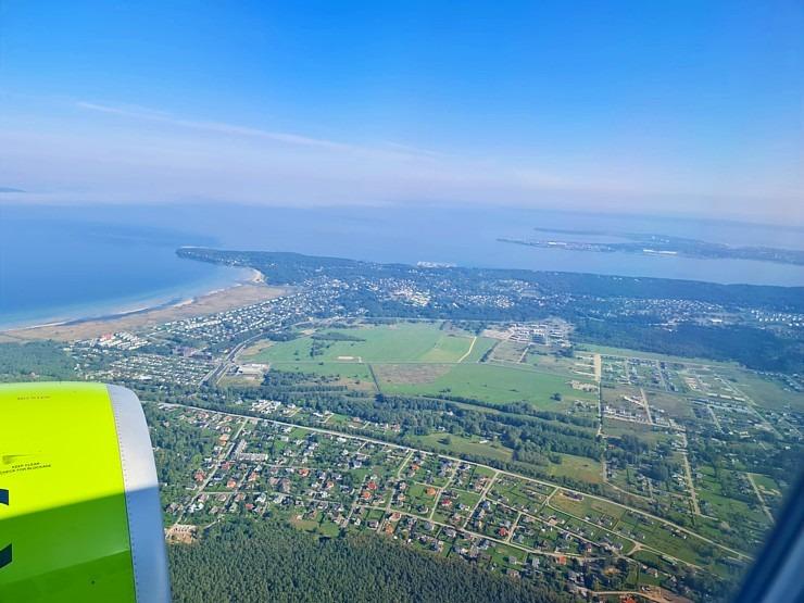 Travelnews.lv lido ar «airBaltic» no Rīgas uz Tallinu caur Helsinkiem biezās miglas dēļ 306912
