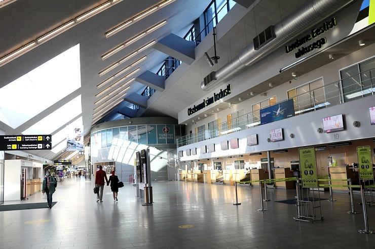 Travelnews.lv lido ar «airBaltic» no Rīgas uz Tallinu caur Helsinkiem biezās miglas dēļ 306918