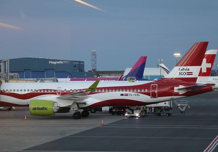 Travelnews.lv lido ar «airBaltic» no Rīgas uz Tallinu caur Helsinkiem biezās miglas dēļ 306922
