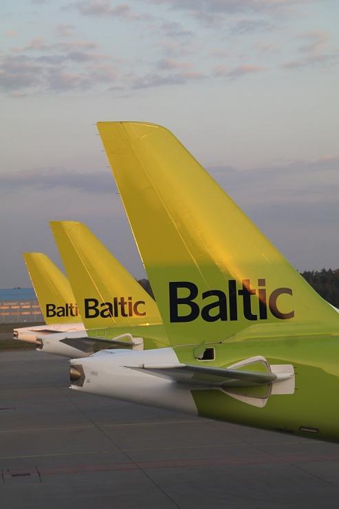 Travelnews.lv lido ar «airBaltic» no Rīgas uz Tallinu caur Helsinkiem biezās miglas dēļ 306905