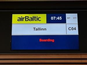 Travelnews.lv lido ar «airBaltic» no Rīgas uz Tallinu caur Helsinkiem biezās miglas dēļ 2